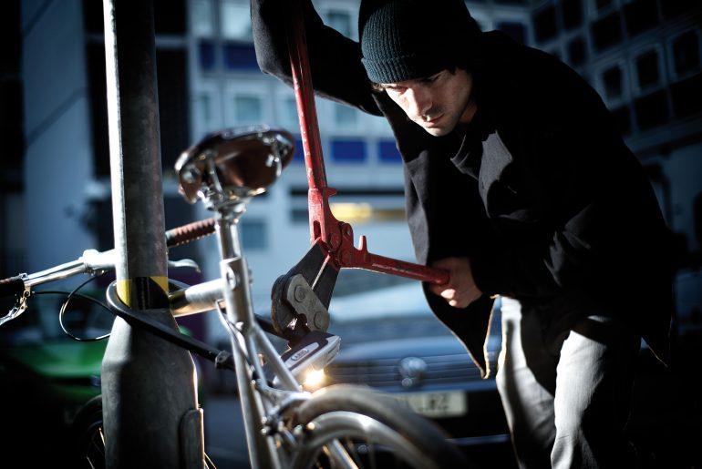 Dieb knackt Fahrradschloss